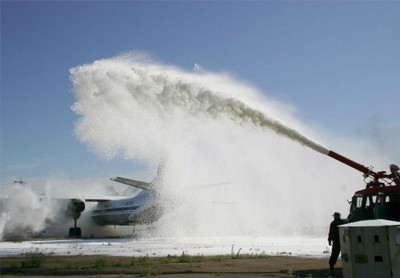 Покрытие самолета пеной